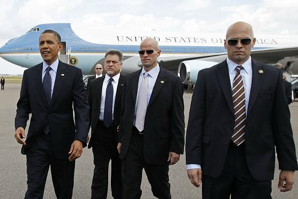 U.S. Secret Service agents handle presidential protection
