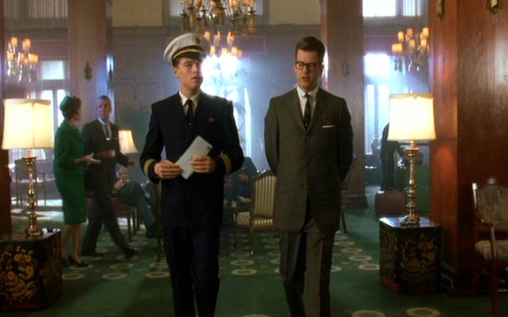 Frank Abagnale and hotel manager in the lobby of the Van Wyck hotel (New York)