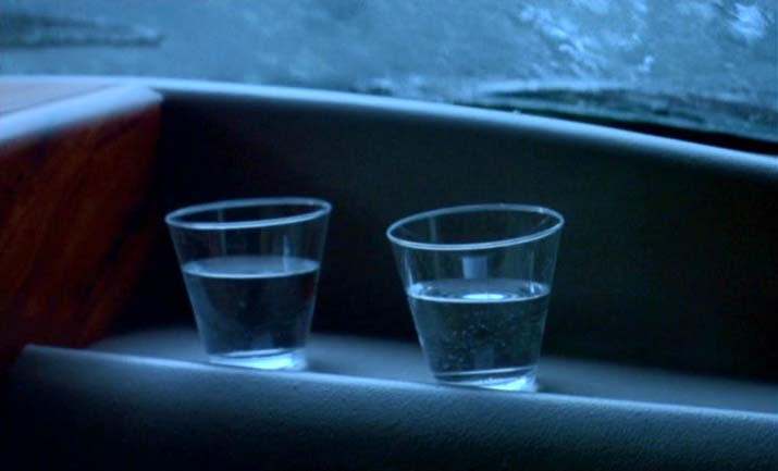 Vibrations in water glasses in the Steven Spielberg movie 'Jurassic Park'